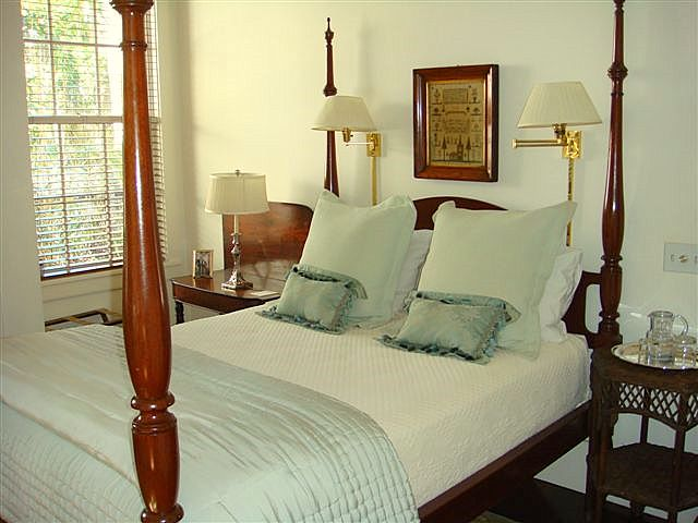 Guest Bedroom (Room 19 Queen)